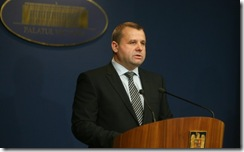 2010_09_24_ioan-boti-ministrul-muncii-familiei-i-protec-iei-sociale-la-finalul-edin-ei-de-guvern_rsz