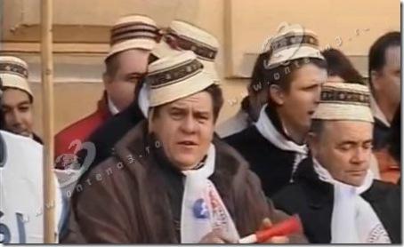 peste-200-de-profesori-imbracati-in-costume-populare-protesteaza-la-ministerul-educatiei-116914
