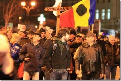 668x344_a-zecea-zi-de-proteste-manifestantii-au-luat-cu-asalt-piata-universitatii-168841