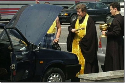 slujba-de-sfintire-a-masinii-oficializata-de-catre-biserica-romana-0