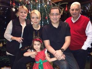 victorpontaalaturidefamiliedecraciuncemesajapostatpefacebookfoto1107992.jpg